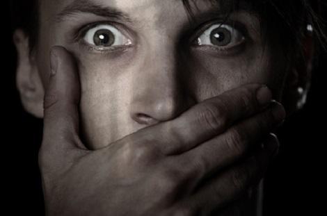 Mann mit Angst / Phobien